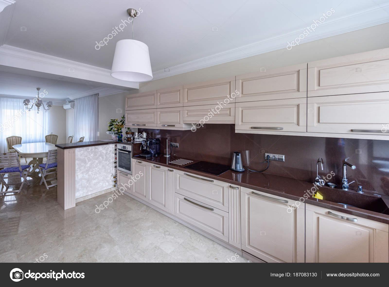 Moderne Küche Interieur. Appartement-Design-Weitwinkel-Foto ...