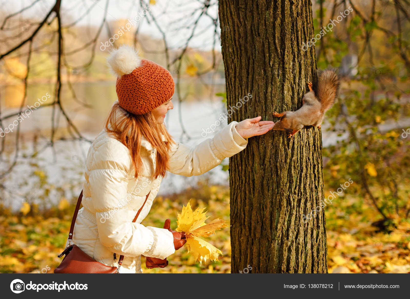 фото в осеннем лесу девушка