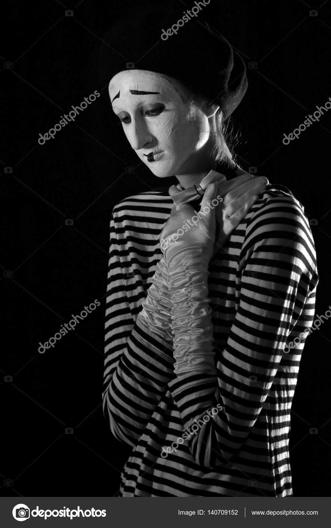 Imágenes De Retrato Retrato De Mimo Triste Llorando Sobre Fondo