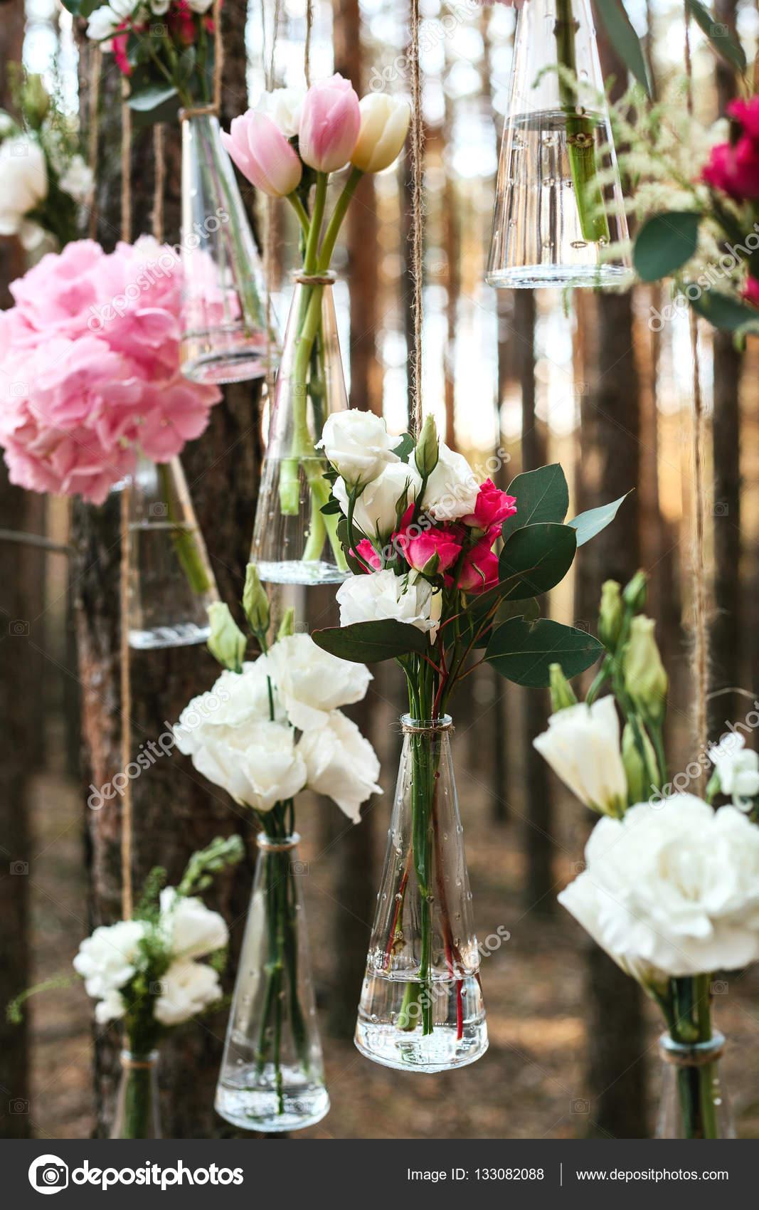 Hochzeit blumen deko bogen in den wald die idee einer for Bilder deko