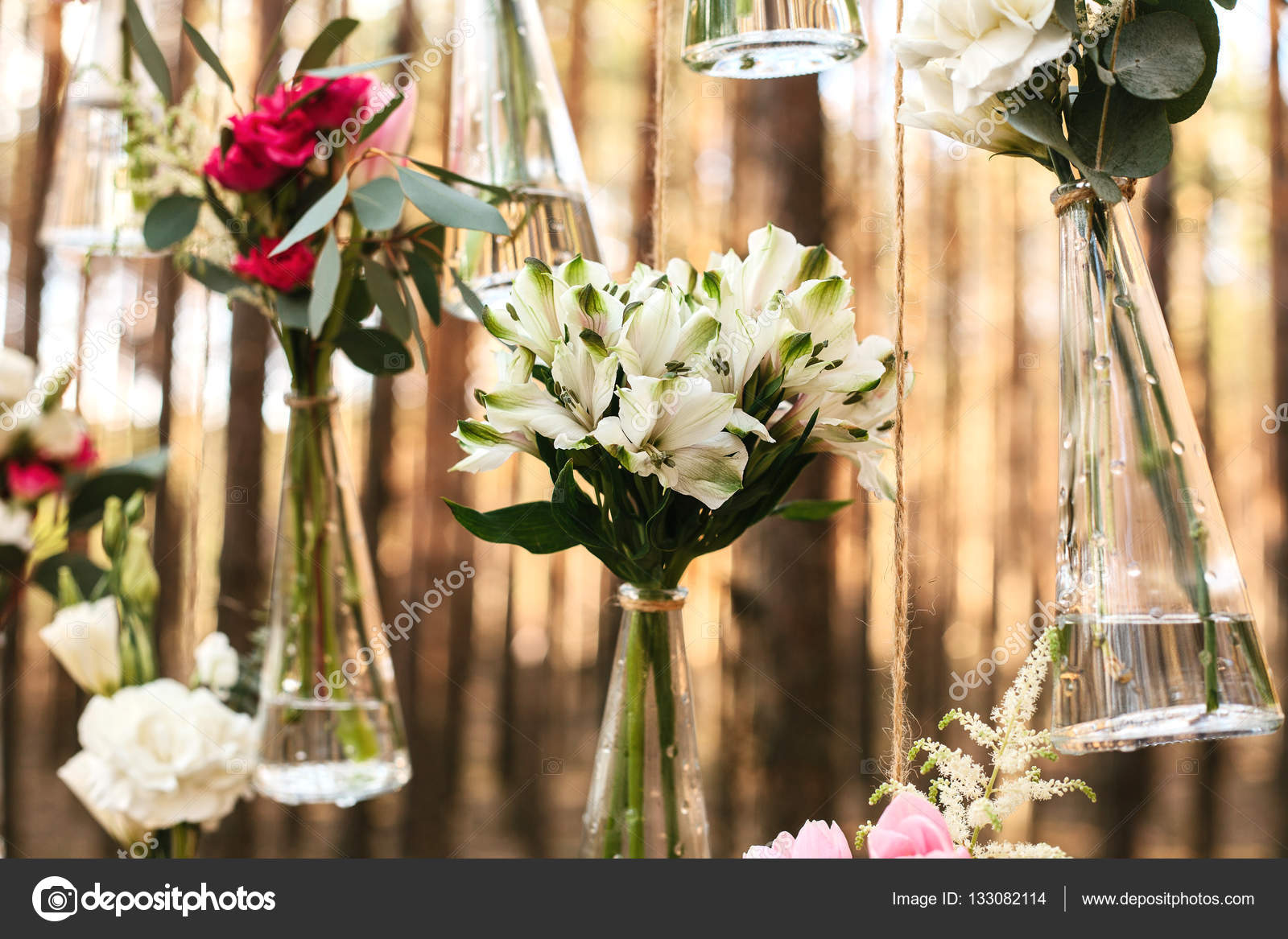 Wedding flowers decoration arch in the forest the idea of a wedding wedding flowers decoration arch in the forest the idea of a wedding flower decoration wedding concept in nature foto de infanzail junglespirit Gallery