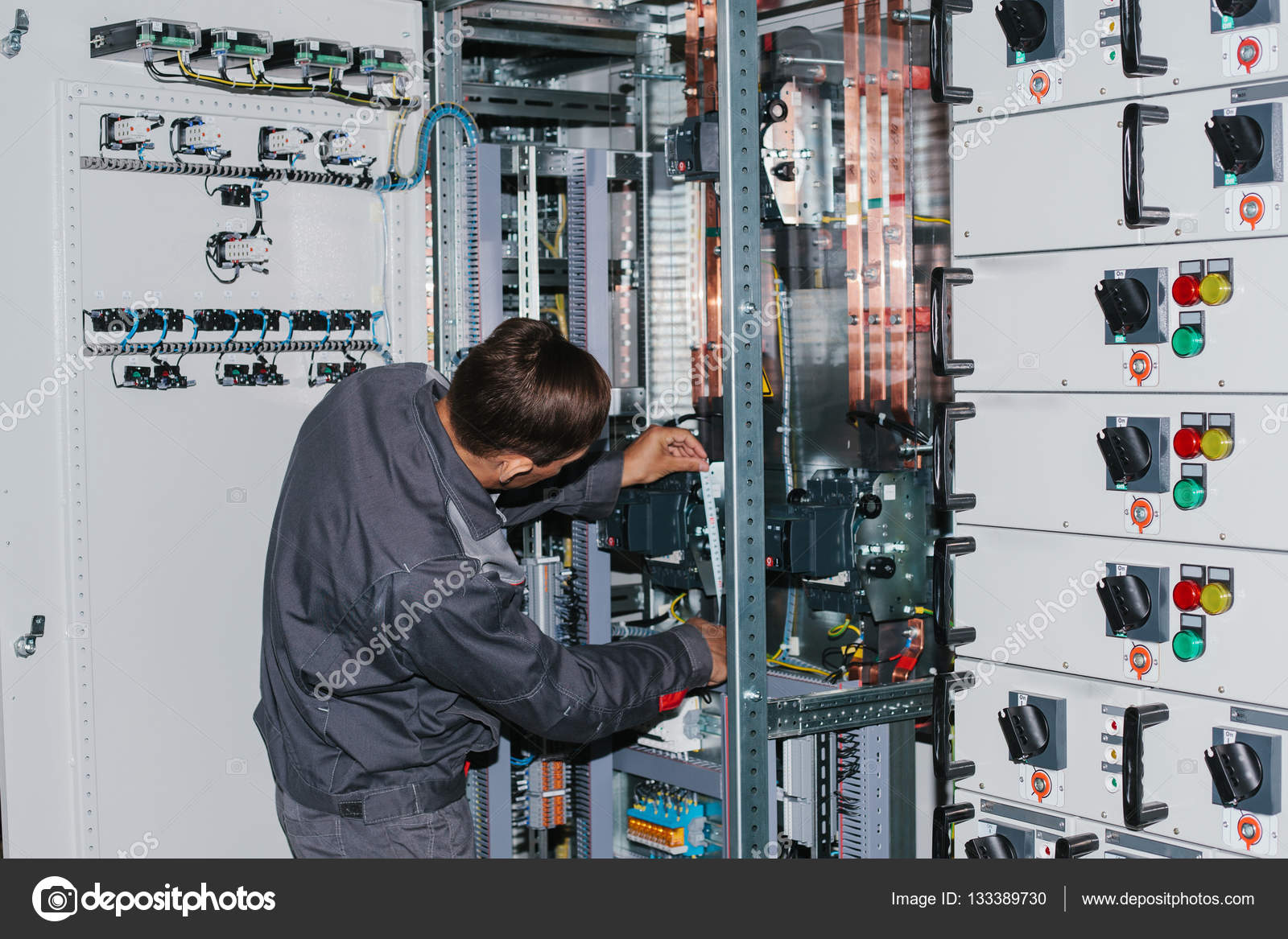 Electrical Low Voltage Power Supply Excellent Wiring Powersupplycircuitslowvoltage Powersupplycircuit Circuit Electrician Near The Cabinet Uninterrupted Rh Depositphotos Com Access Card