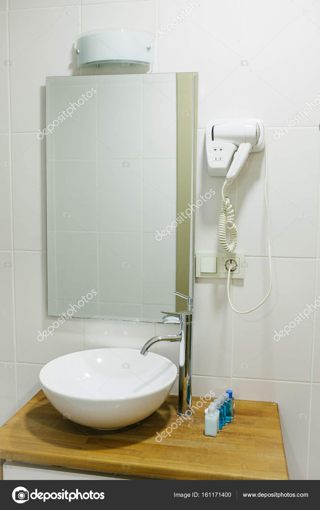 Accesorios Cuartos De Baño | Cuarto De Bano En El Hotel Con Todos Los Accesorios De Bano