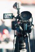 Nahaufnahme der Kamera bei einer Pressekonferenz