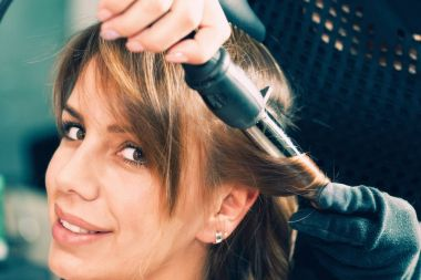 hairdresser Curling hair with curling iron