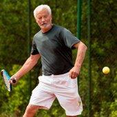 Vedoucí tenista hrající tenis