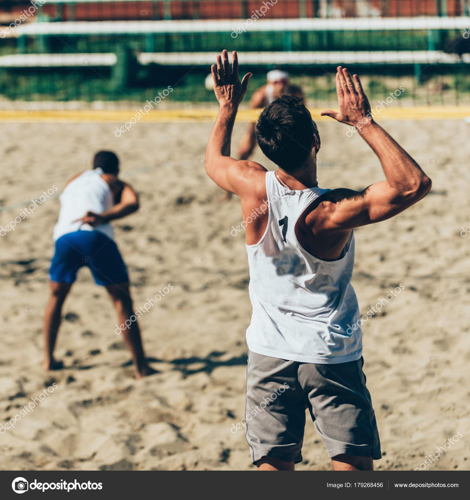 Voleibol De Playa Al Atardecer Foto de stock - Getty Images