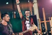 Fotografia Banda di musica rock che gioca musica