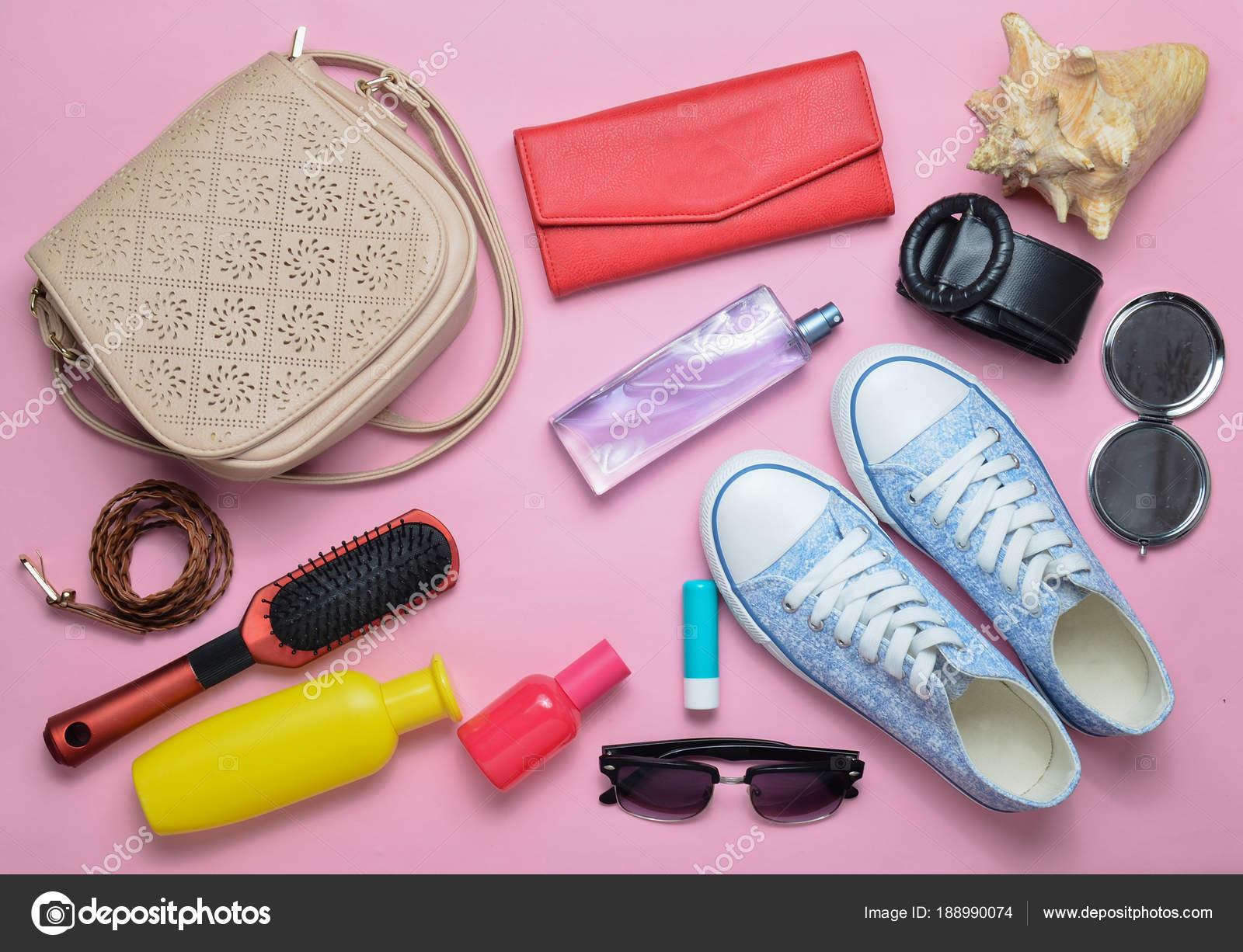 ecd5be3dee06 Mi van a női táska? Elutazik. Csaj divatos tavaszi és nyári kiegészítők:  cipők