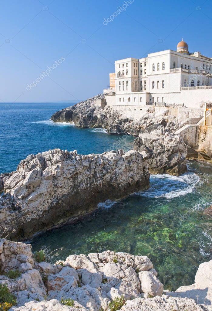 Architectures and natural scenarios of Santa Cesarea