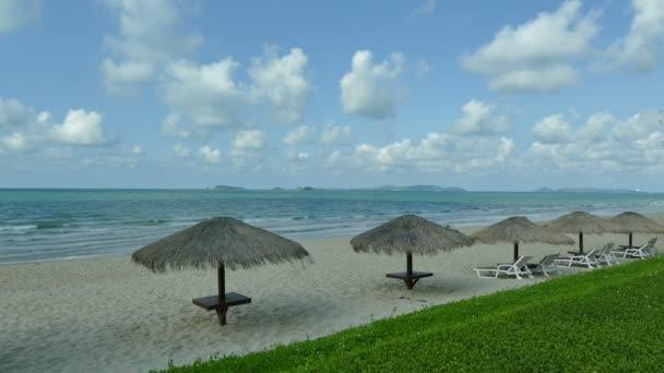 gyönyörű trópusi tengerpart és a tenger