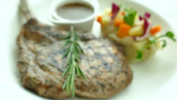 Grilovaná kotleta steak