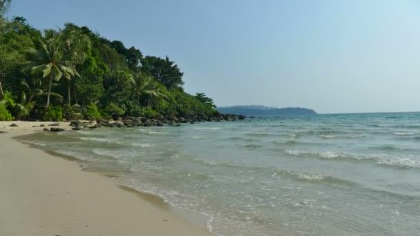 Příroda s tropickým mořem a pláží
