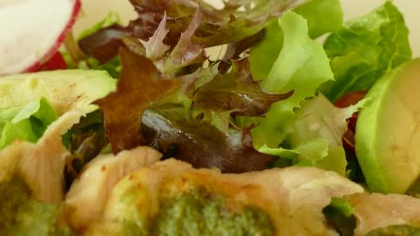 Hähnchenbrust-Salat mit Gemüse