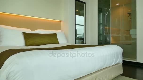 Décoration intérieur chambre à coucher — Vidéo footageshot © #167211398