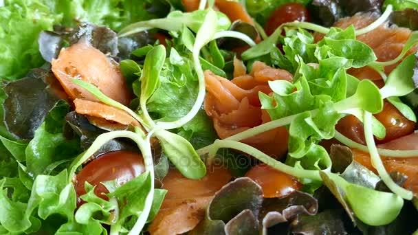 salát z uzeného lososa