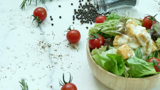 lahodný salát caesar