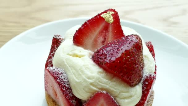 lahodný koláč s jahodami
