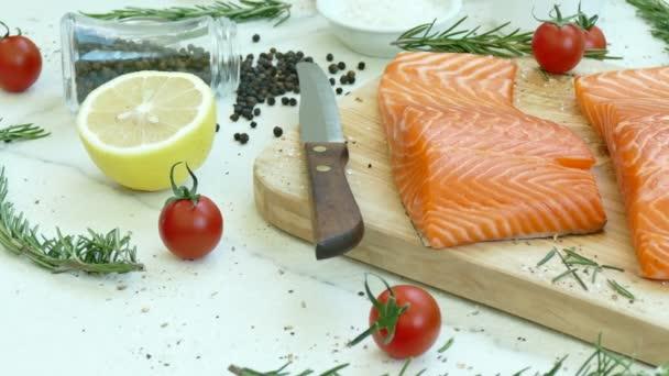 a hozzávalókat főzés friss nyers lazac filé
