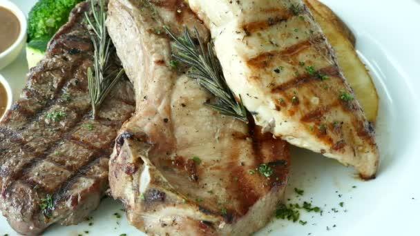 lahodná směs bbq maso: hovězí, vepřové a kuřecí maso, video
