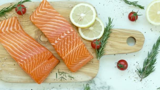 nyers tonhal filét összetevőket a főzéshez