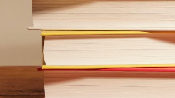Új könyvek a verem állandó.