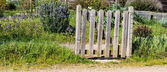 okouzlující venkovský dřevěný plot malé organické vesnici dvorku