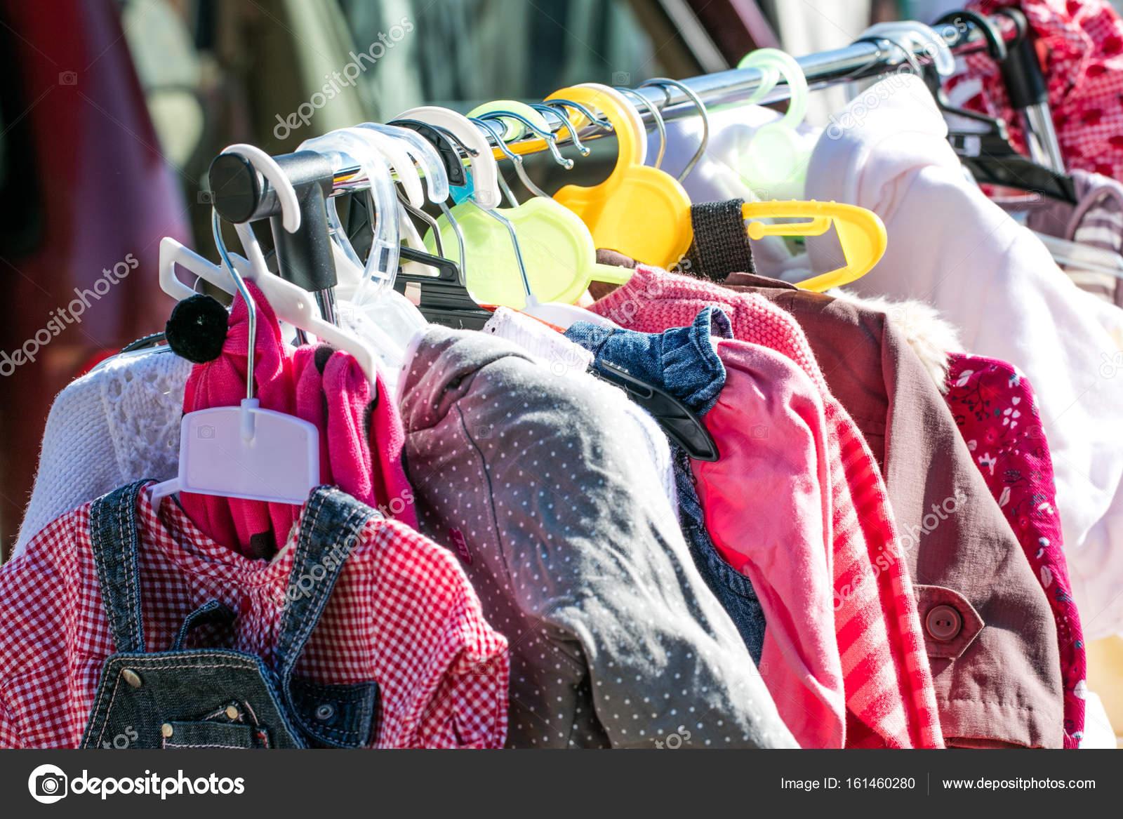 ropa de niña y niños de bebé hermosa segunda mano para ir de compras ...