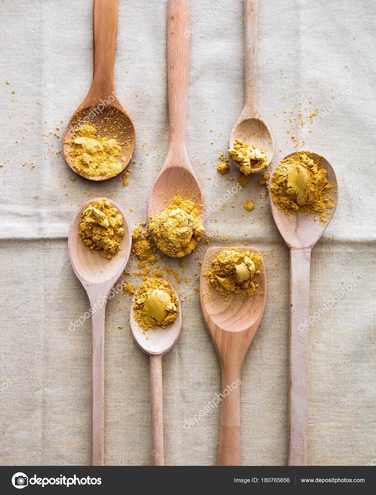 Conceito De Cozinha Gourmet Com Colheres De Pau De Projeto E Ouro