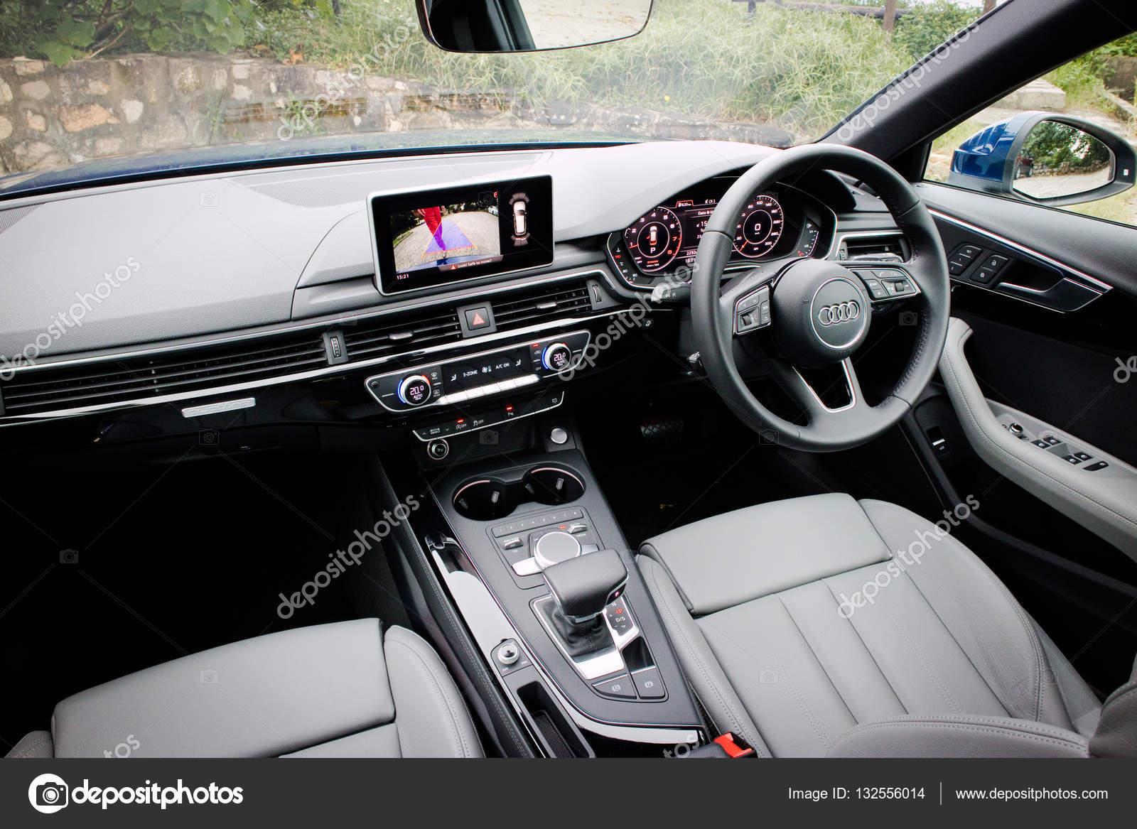 Audi A4 Avant 45 TFSI quattro Interior — Redaktionelles Stockfoto ...
