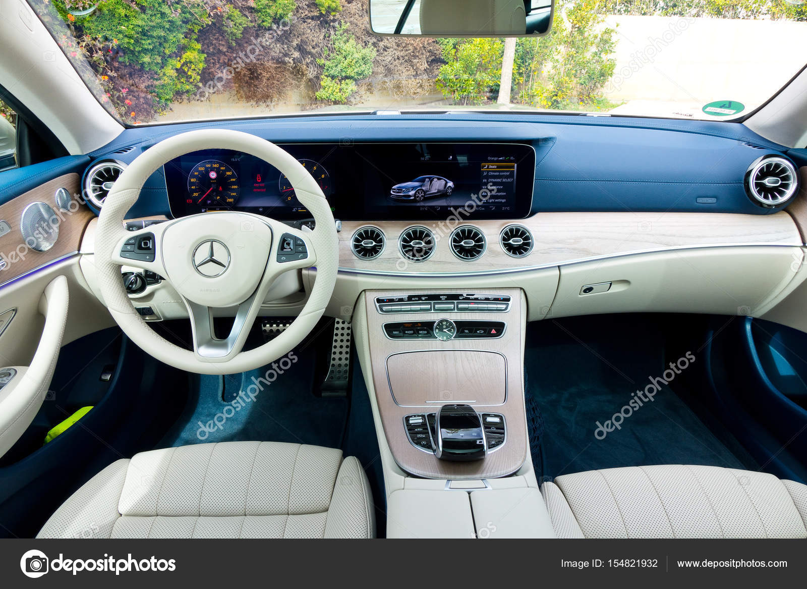 Mercedes benz e klasse coup 2017 interieur for Interieur e klasse 2017