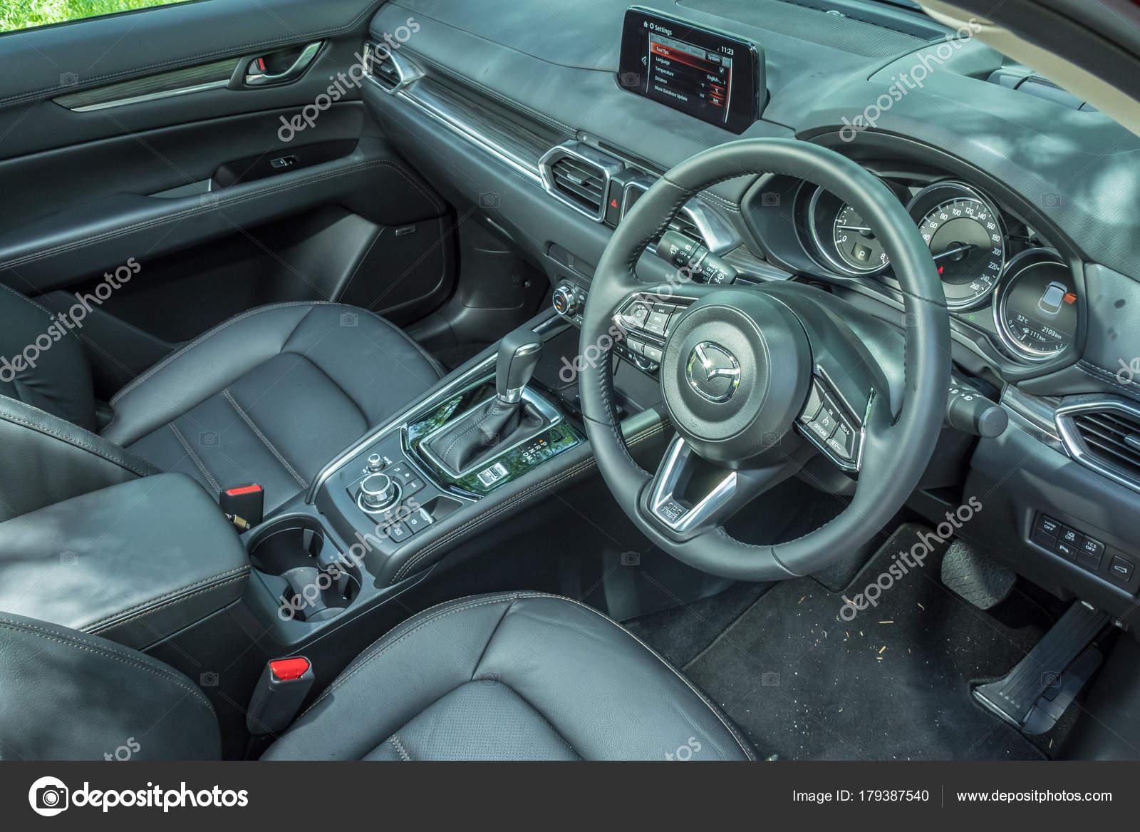 https://st3.depositphotos.com/6664102/17938/i/1600/depositphotos_179387540-stock-photo-mazda-cx-5-2017-interior.jpg