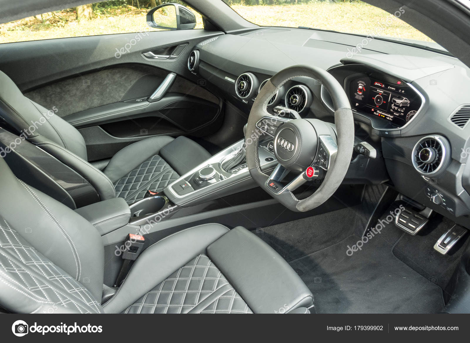 Audi Tt Rs Coupé 2017 Interieur — Redaktionelles Stockfoto ...