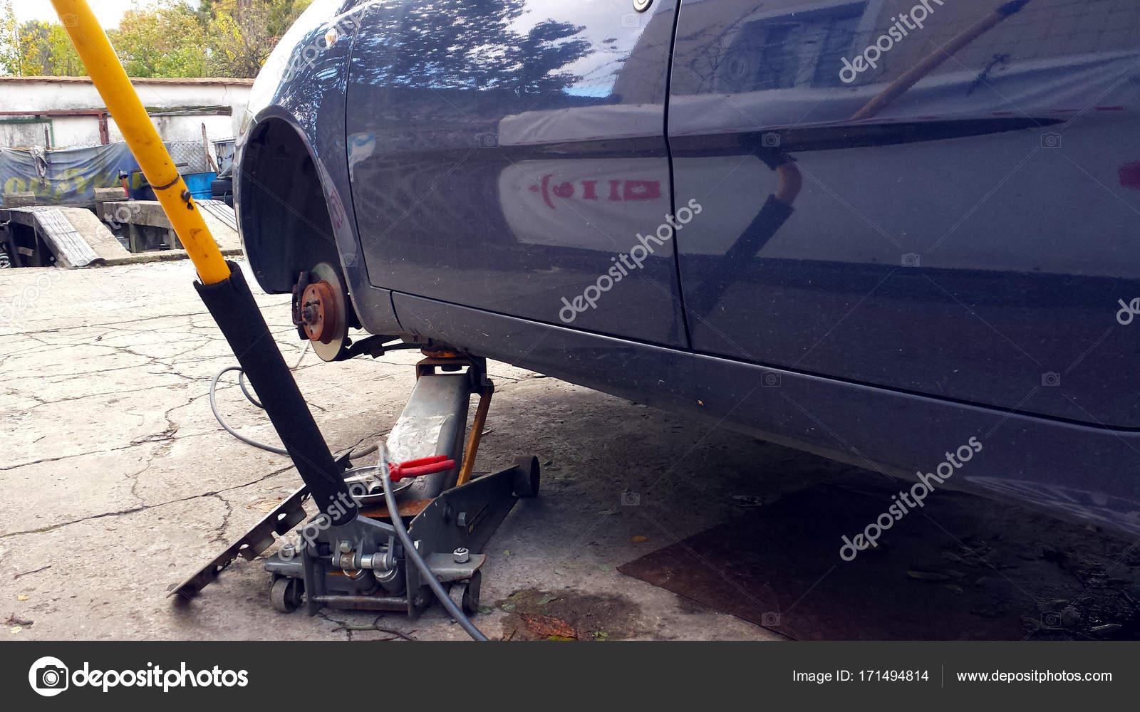Zeit Zum Reifen Wechseln Stockfoto C Abrada 171494814