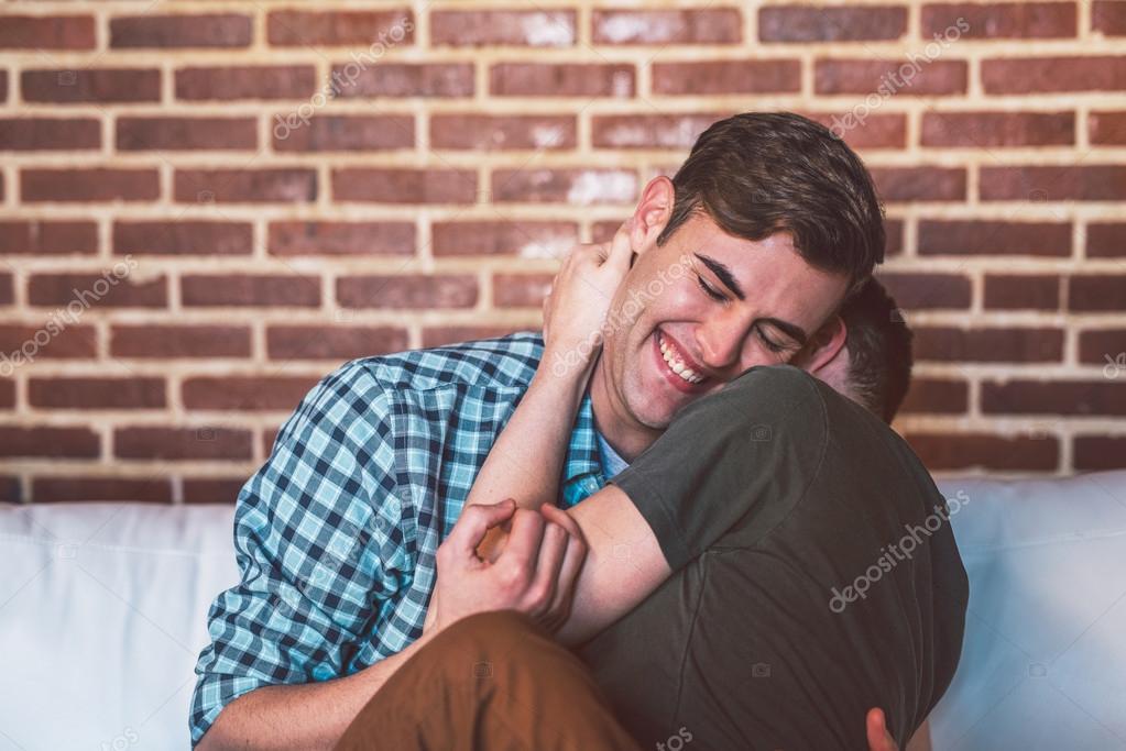 Два гея нежно фото 586-297