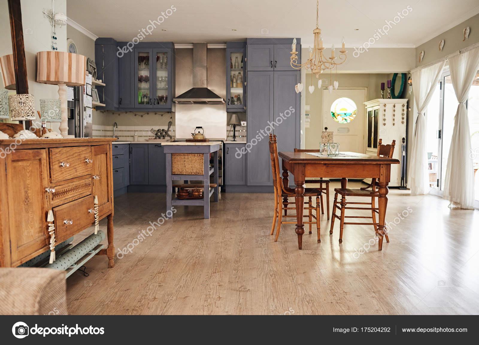 interior de cocina estilo country — Foto de stock © mavoimages ...