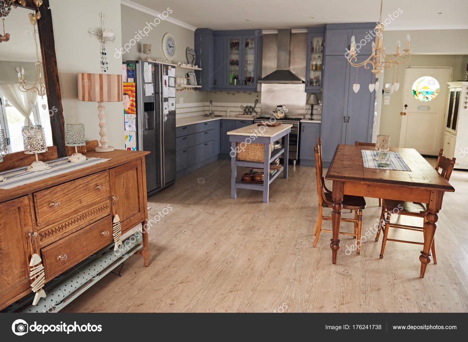cocina estilo Country — Fotos de Stock © mavoimages #176241738