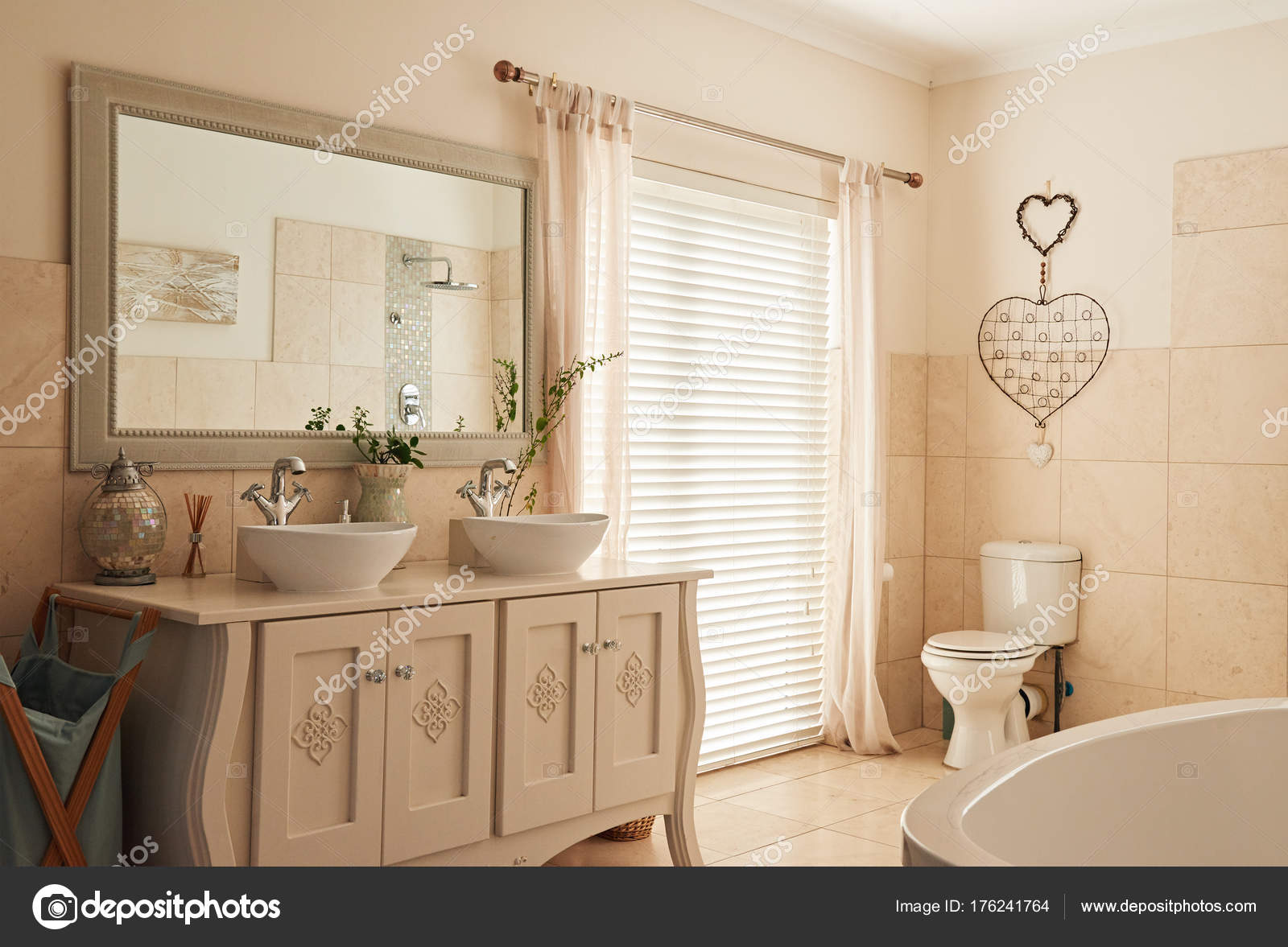 Bagno in stile country u foto stock mavoimages