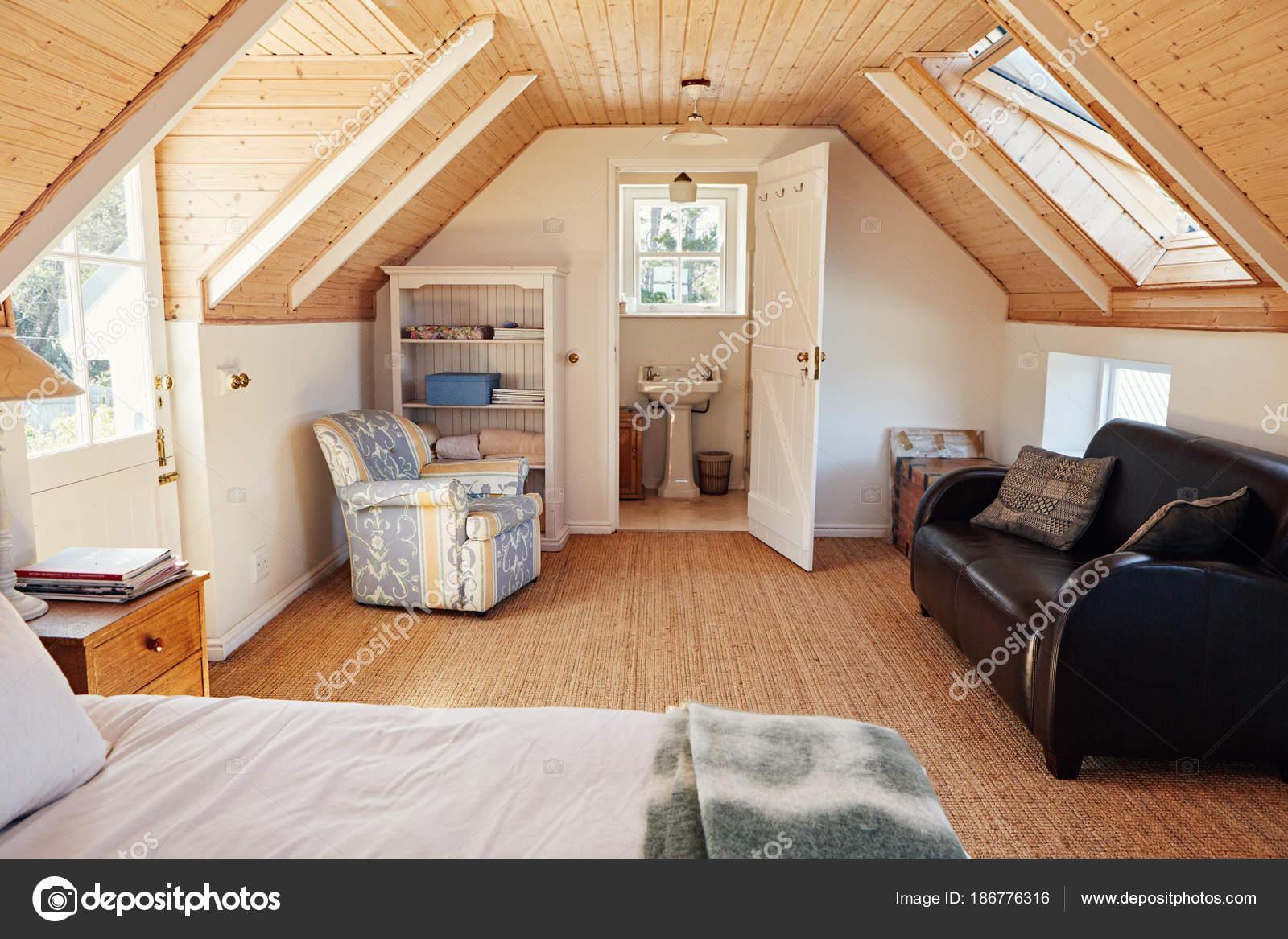 Innenministerium Ein Komfortables Schlafzimmer Dachgeschoss Des ...