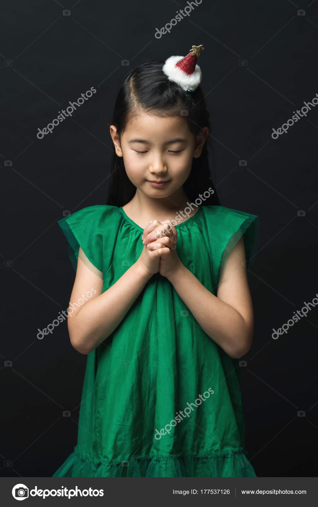 Süße Asiatische Frau Beten Für Weihnachten Mit Kopfschmuck Auf ...