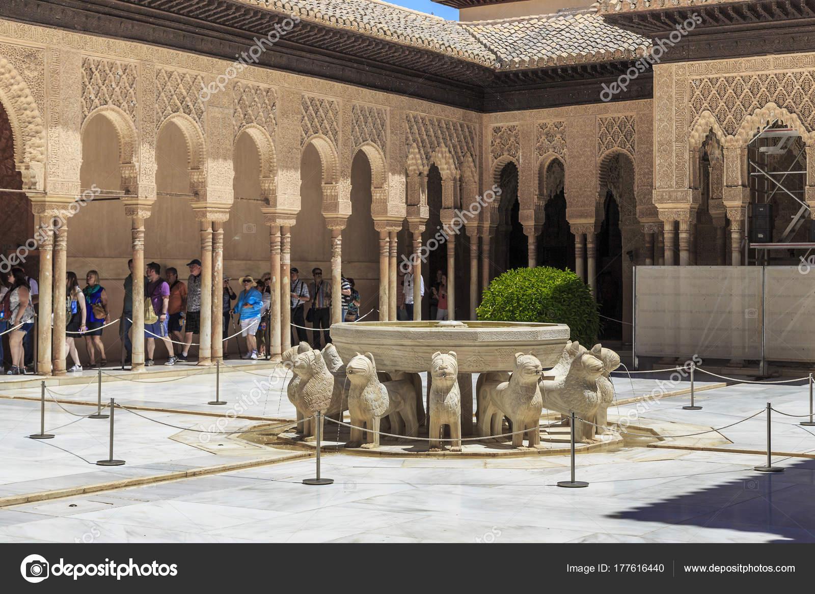 Imagenes Patio De Los Leones Alhambra De Granada Espana Palacio