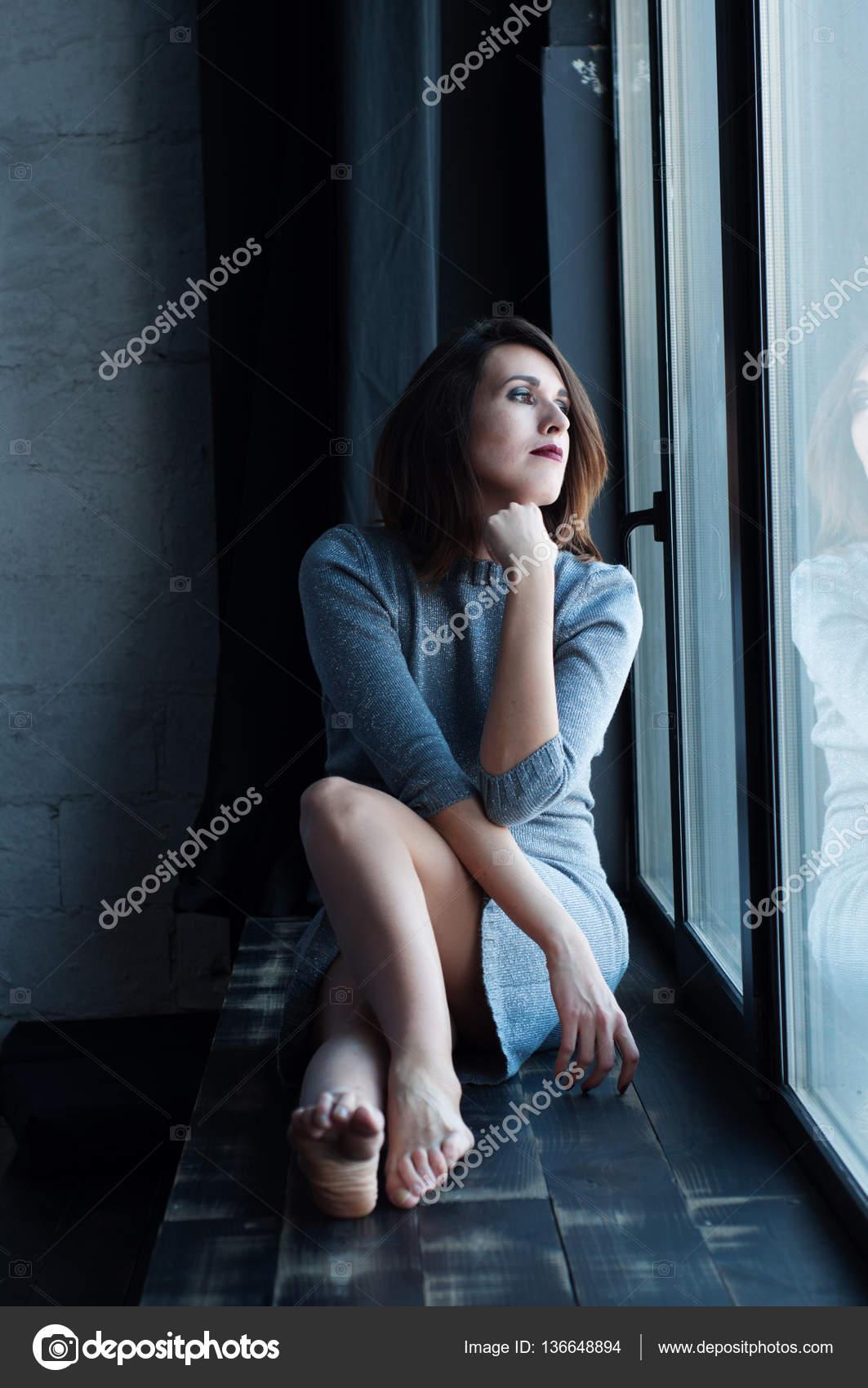Женщина сидит на лице фото 681-913
