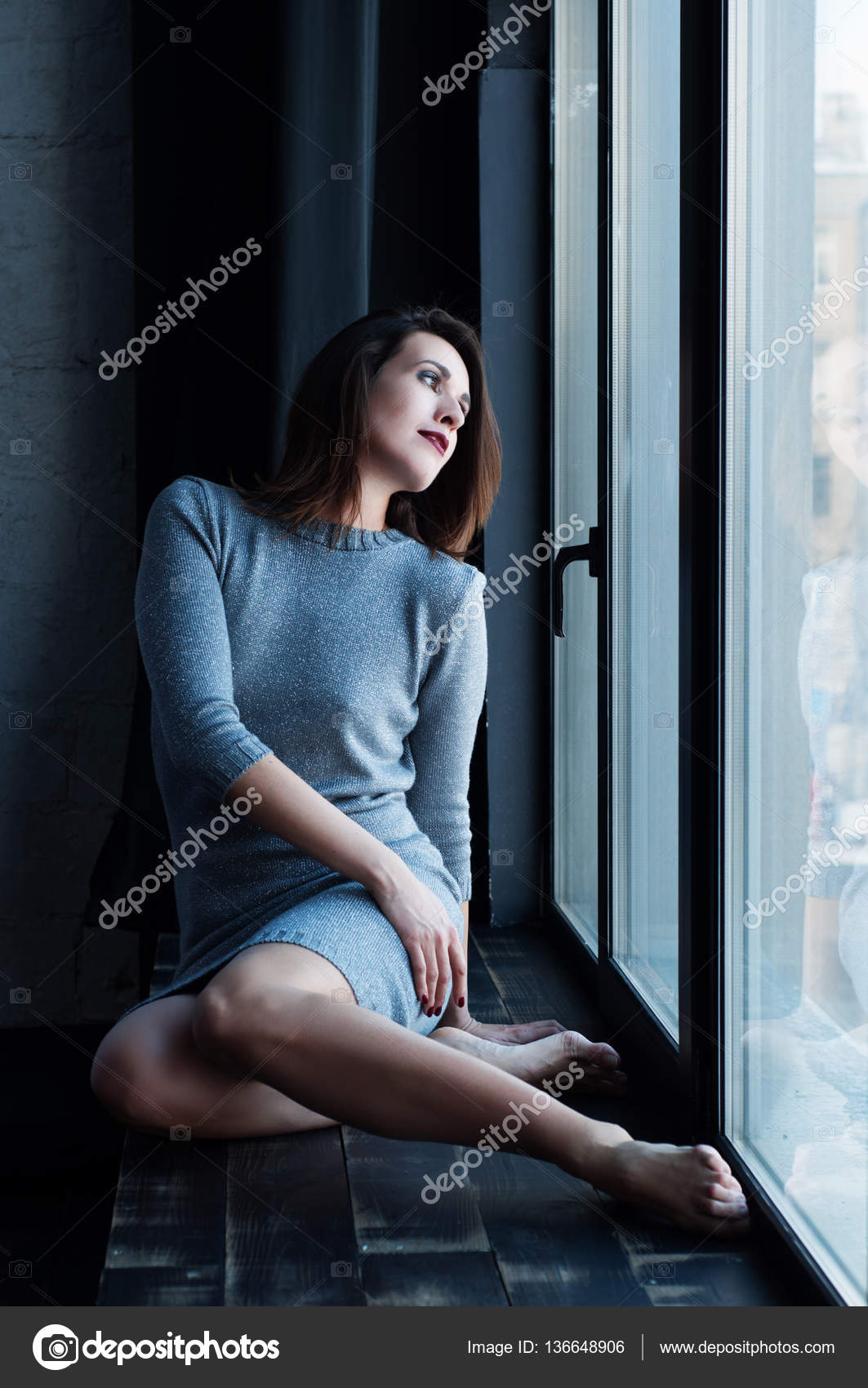 Женщина сидит на лице фото 681-298
