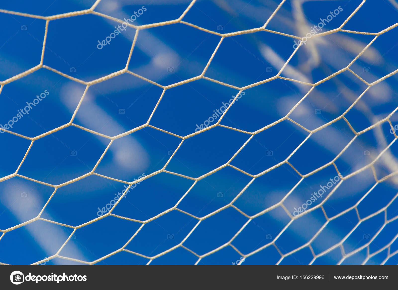 Bianco O Calcio Netto Con Sfondo Di Cielo Blu Foto Stock