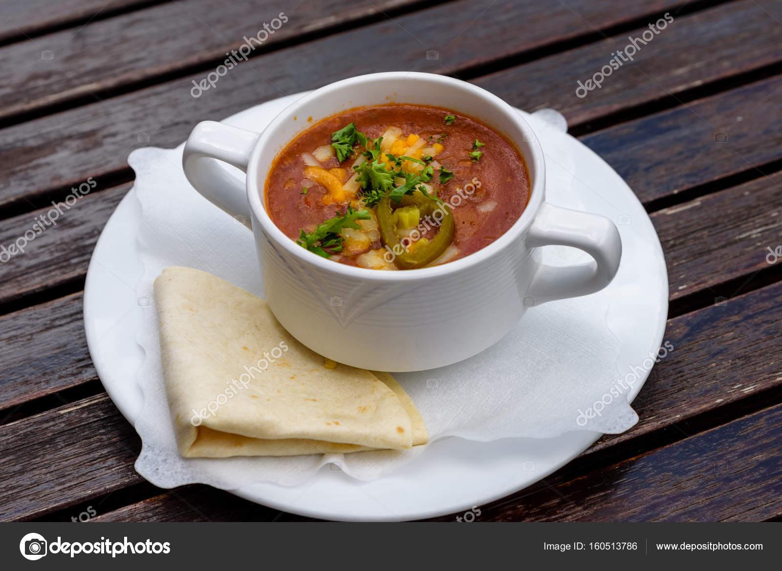 Chili Con Carne Suppe In Weiße Tasse Mit Tortillas Authentische
