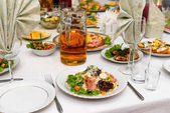 Slavnostní banket stůl s vynikající chutné pokrmy detail