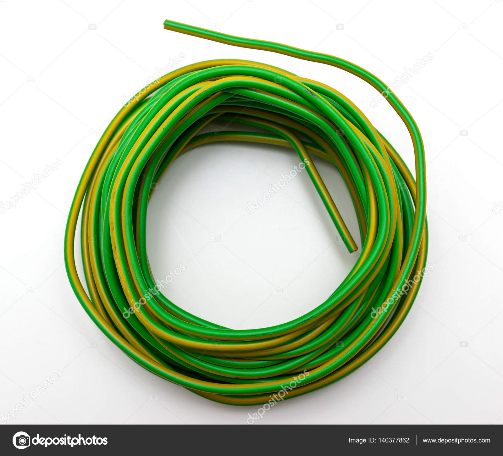 Draht mit grünen Kunststoff überzogen — Stockfoto © simm49 #140377862