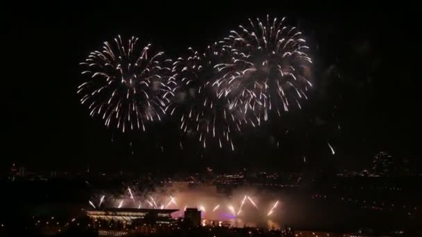 ein Feuerwerk im Nachthimmel