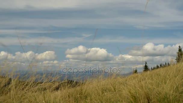 Montagne e nuvole, vento