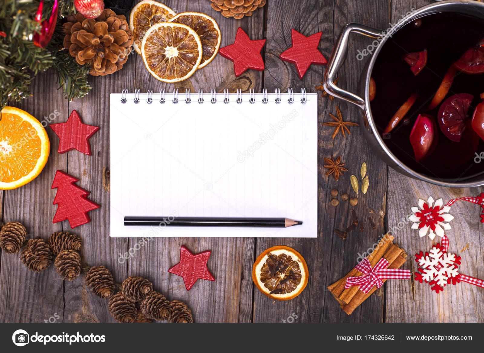 timeless design b4896 8fbd4 Taccuino di carta con pagine bianche e una matita nera ...